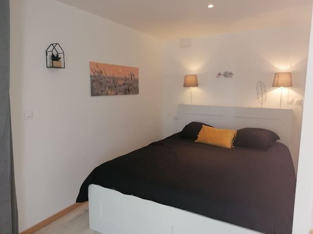 Chambre semi séparé avec lit en 160 cm de largeur