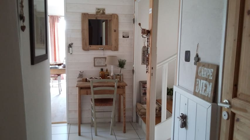 Large and bright ensuite room peaceful location - Monistrol-sur-Loire - Huis