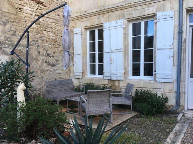 Charmant appartement en rez de chaussée - Rochefort - Apartamento