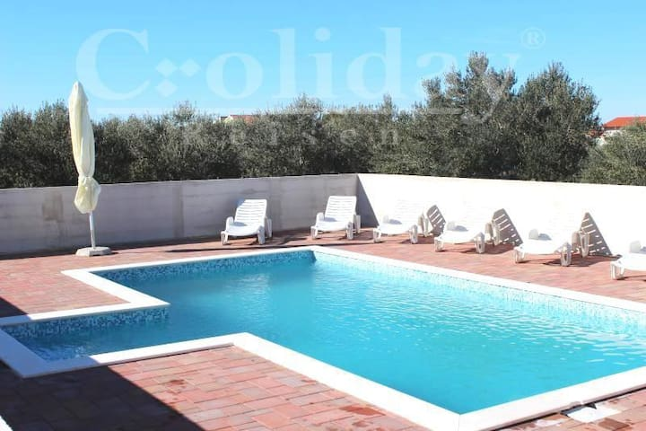 Croliday Reisen Apartment with New Pool
