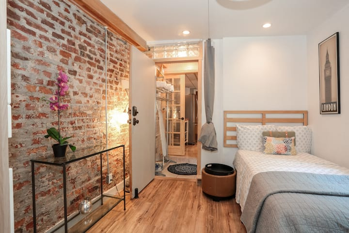 ✴Comfy 2BR + Outdoor patio *(Work & Relax)