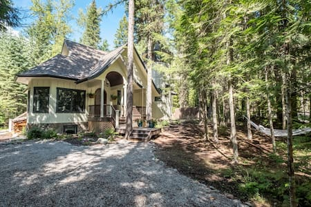 Luxury Home IN Glacier with Hot Tub & Pool Table! - West Glacier
