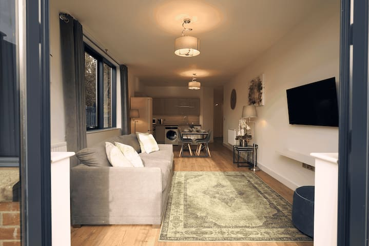 Sunlit One Bedroom Apartment with Terraced Patio