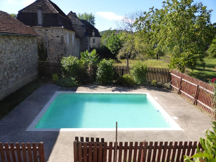 Large family home with pool in the Dordogne Valley