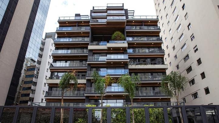Luxuoso apartamento com varanda de 40 metros