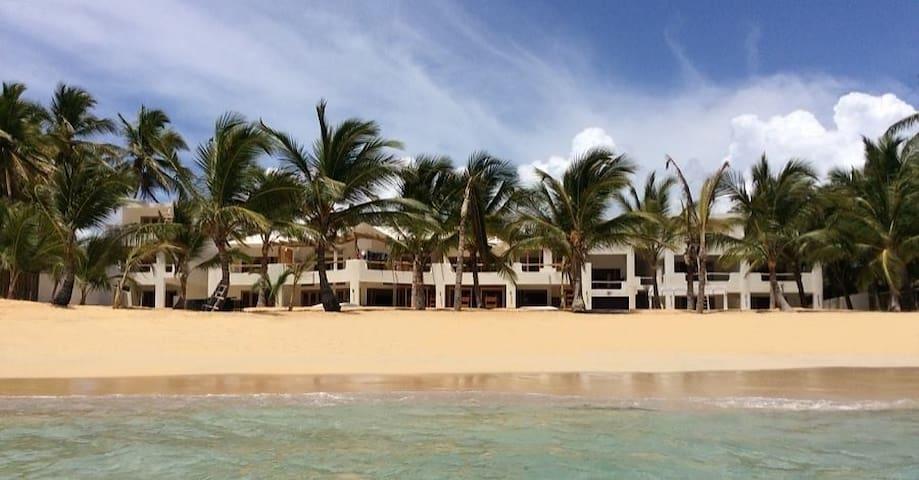 The Palms Beachfront Villa - 14 Bedrooms