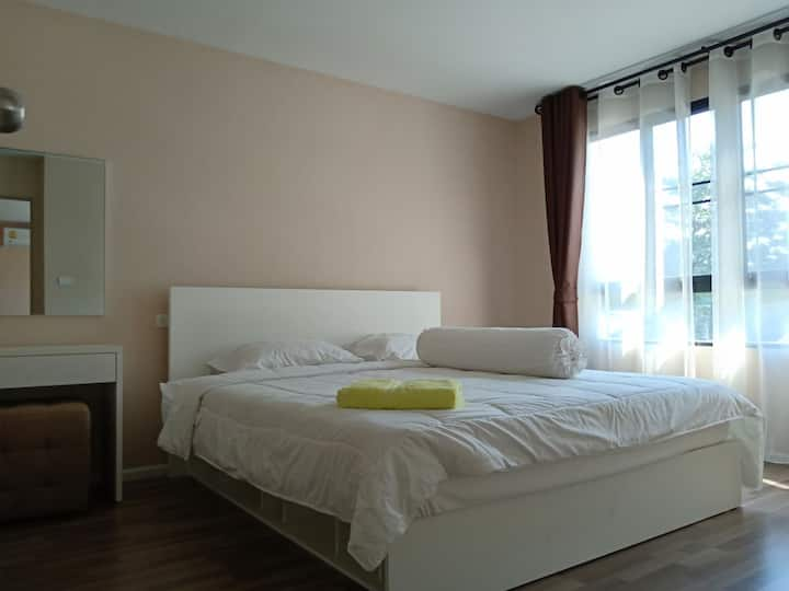 2 bedroom near shopping mall big size