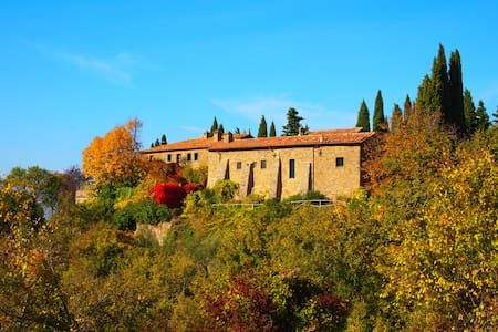 Borgo dates 1400 a.c  near Cortona for big group - Montanare