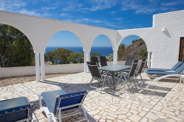 Casa Kate 3 Bedroom mountain villa with sea views