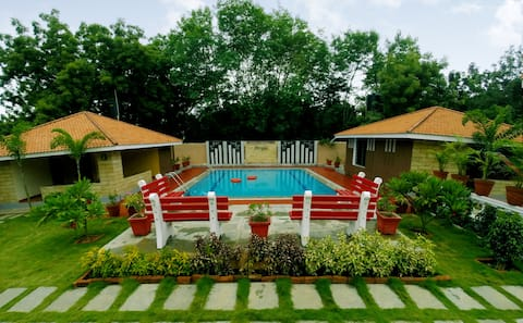 Button Eyes -Cottages- Private Pool