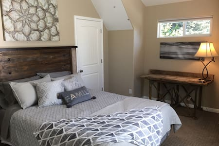 One bedroom in center of town