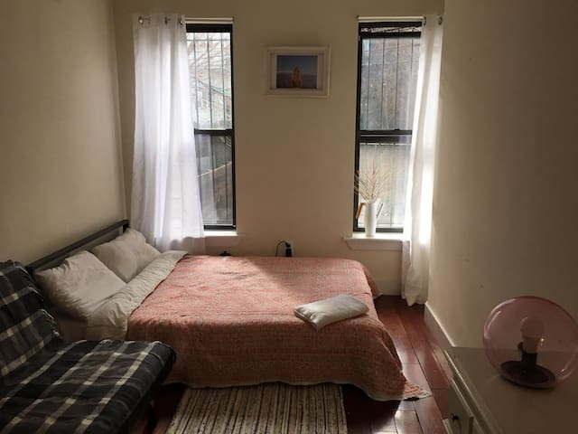 Large, Peaceful Private Room in Bushwick