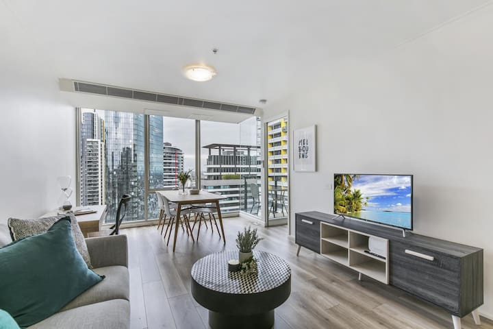 Views and hotel-style extras in a great location