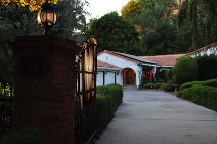 A manor for vacation - La Habra