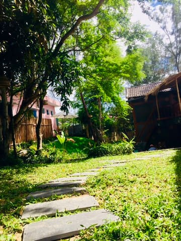 Private wooden cottage 4BRs 3minute  walk to beach
