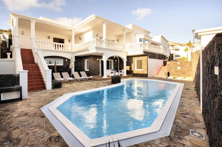 Villa Los Loros, relax, beach, good food and fun days