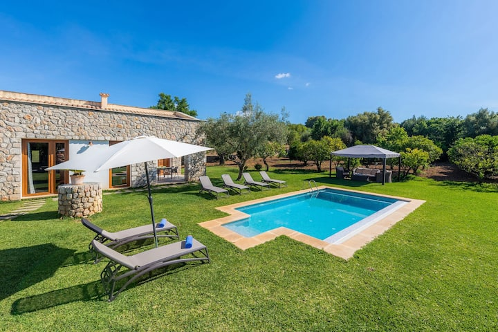 Air-Conditioned Country House with Pool, Garden, Terrace & Wi-Fi; Parking Available, Pets Allowed