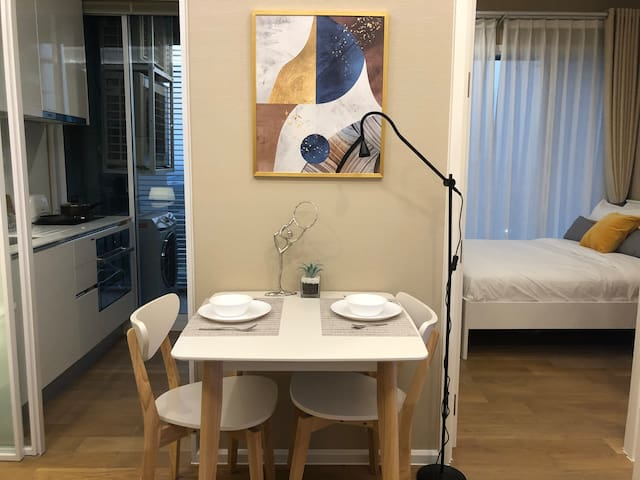 1 bedroom near MRT & BTS station, free mask