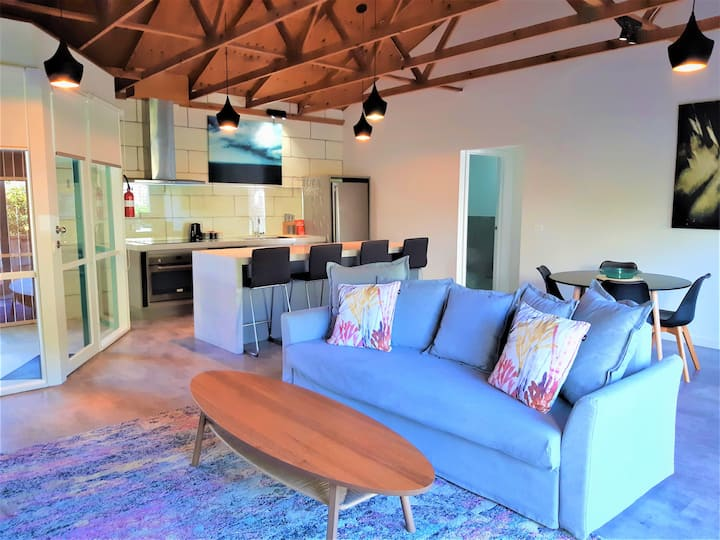 Port Central No 4 Apartment - 170m from the beach!