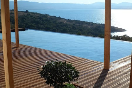 STUNNING luxury villa  with pool and the sea below - Sparto - Vila