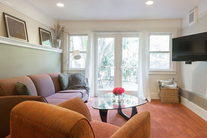 Cozy Apartment with peaceful deck! - Berkeley - House