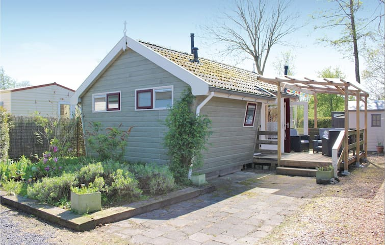 Holiday cottage with 2 bedrooms on 30m² in Tzummarum