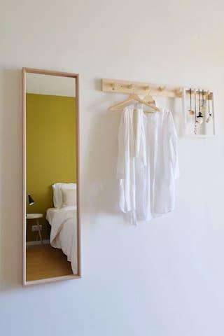 Genoeg ruimte om wat kleding op te hangen