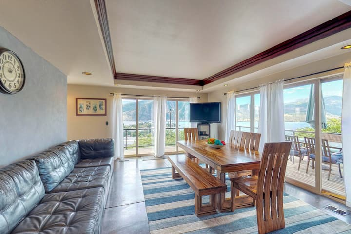 Has it all: private pool, hot tub, game room, lake views, and walkable to town!