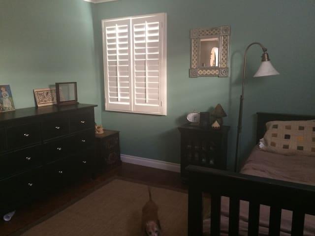 Private room in home - Monrovia