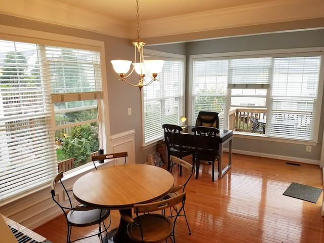 Clean open kitchen, dining, and office area. Piano for your leisure.