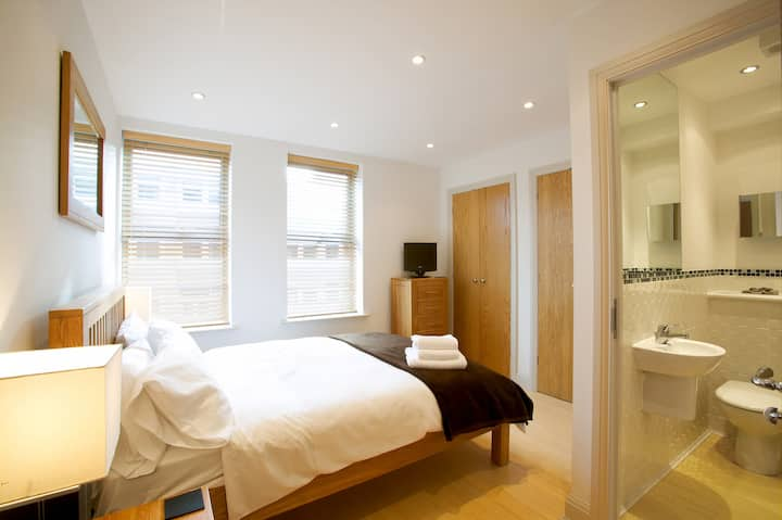 Fab 2 Bed 2 Bath apt w/parking Pelican Hse Newbury