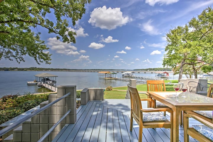 NEW! 3BR Malakoff House w/Pristine Lake Views!
