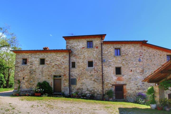 Rustikales Cottage in Monte Santa Maria Tiberina, Terrasse