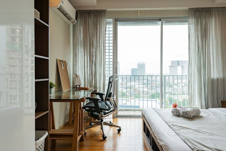 Bright Working Studio+Rooftop Pool +walk2bts&mrt