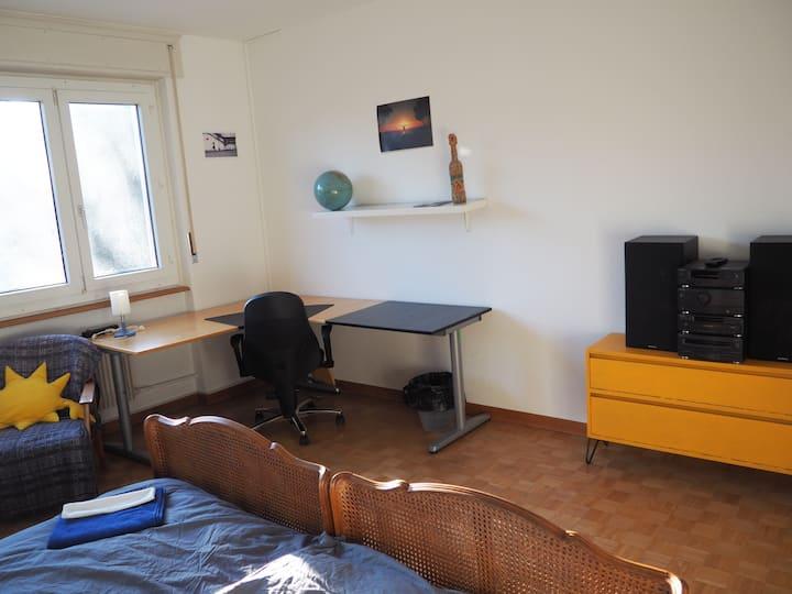 grosses, helles Zimmer, ruhige und gute Lage