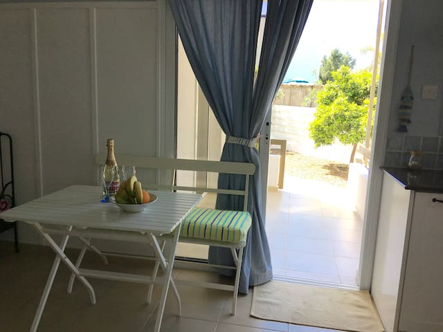 COZY 2 brm, PRIVATE yard, GROUND floor apart+wifi - Paralimni