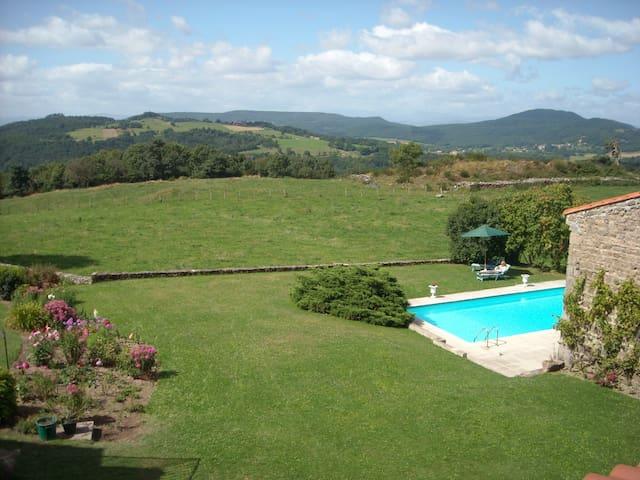 Maison avec vue panoramique piscine - Isserteaux - Casa