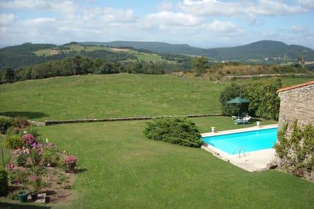 Maison avec vue panoramique piscine - Isserteaux
