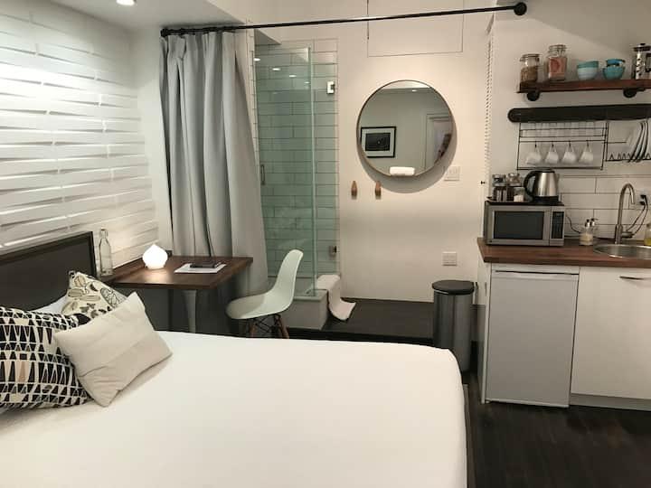 Stylish, SUPER CLEAN, private studio in Bernal Hts