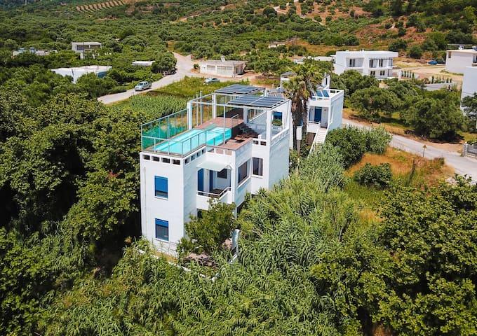 Blue & white studio in Plakias!