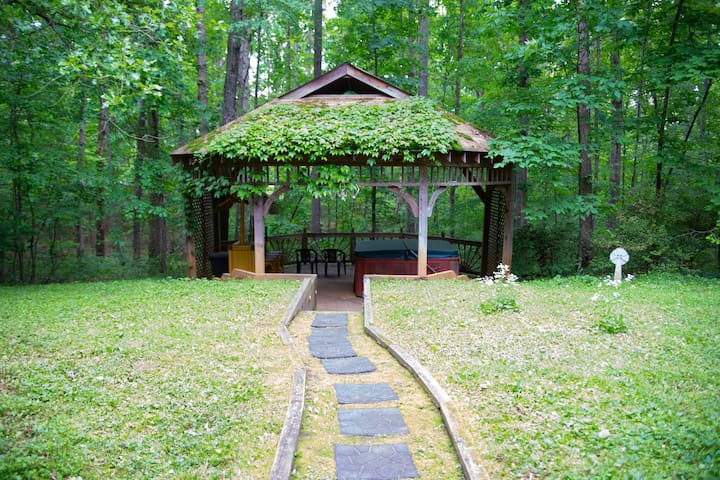 dreamy woodland decor to try better homes gardens.htm airbnb   virginia vacation rentals   places to stay  airbnb   virginia vacation rentals