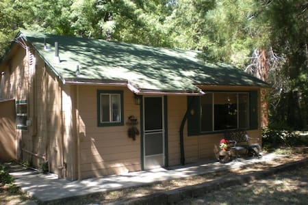 Creek Front Cabin, only 8 miles to Yosemite gate! - Oakhurst