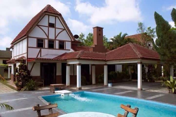 A'famosa villa - Alor Gajah - 別荘