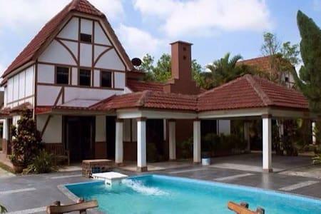 A'famosa villa - Alor Gajah - Huvila