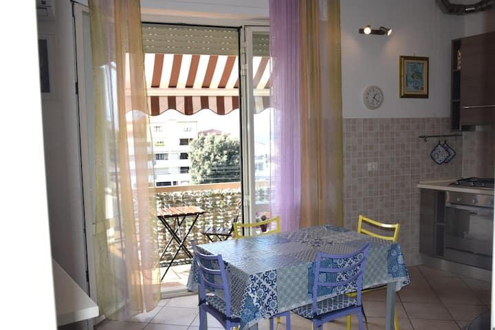 Appartamento con 2 camere vicino al mare e centro
