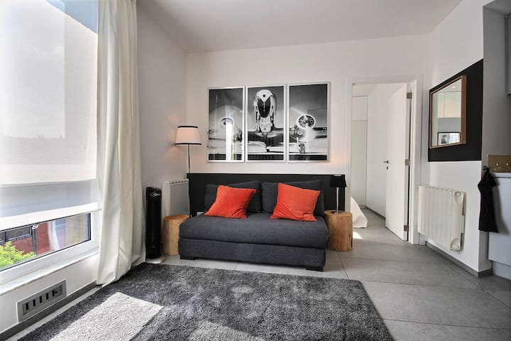 Cute and comfortable near train station |Plan 75