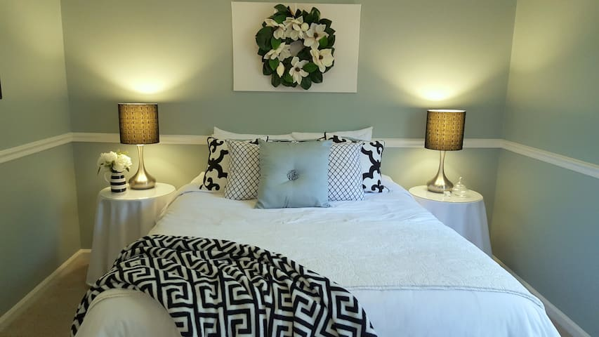 Gorgeous Guest Suite - Private, Comfy Queen bed - Little Rock - House