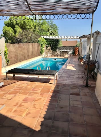 Stylish family home 3br outdoor pool & terrace