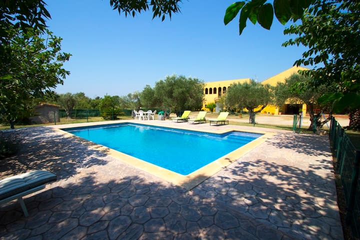 Catalunya Casas: Stunning Peralada mansion for 15 people, only 8km from Costa Brava beaches!