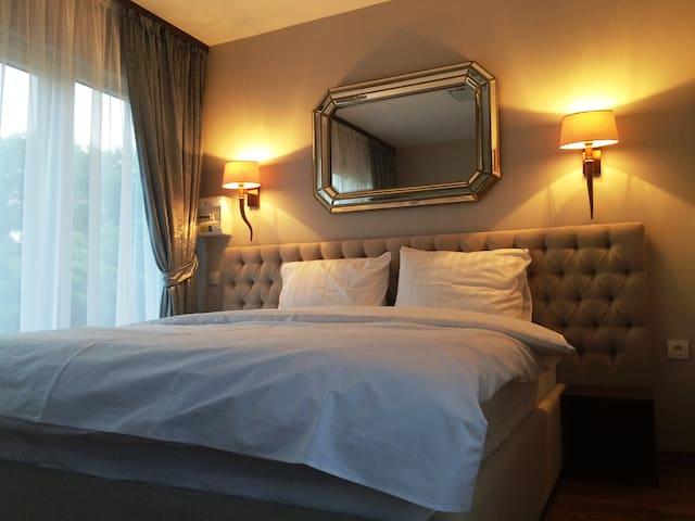 Suites of Geneva and Divonne